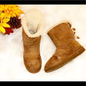 UGG Chestnut Short Bailey Bow Boots